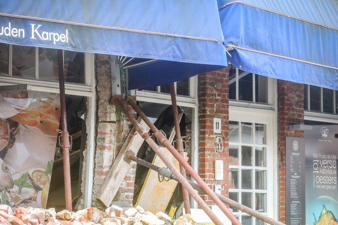 Het gebouw moest gestut worden om verdere instorting te vermijden.