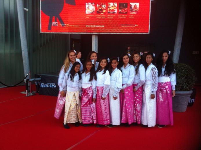 De dansgroep Bunga Cengkeh, die vrijdagavond optreedt tijdens het openingsfeest.