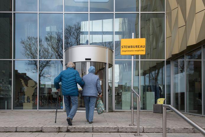 In Tiel zijn maandag en dinsdagochtend al meer dan 2.000 stemmen uitgebracht op de stembureaus.