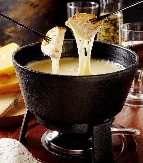 Het is kaasfonduedag: zo maak je een heerlijke met vijf kazen
