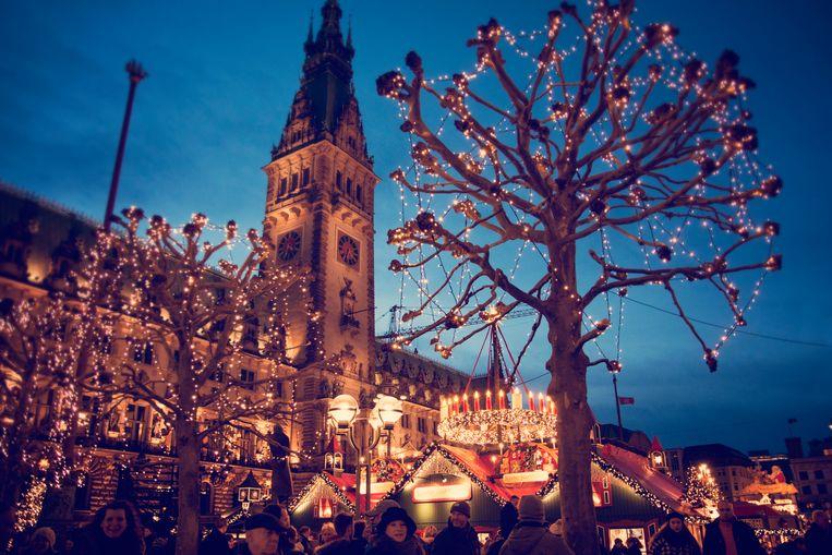Christmas market at the Hamburg Rathaus Markt - Hamburg, Germany, 2015 Beeld Getty Images