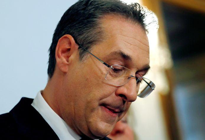 Heinz-Christian Strache licht zijn aftreden toe.