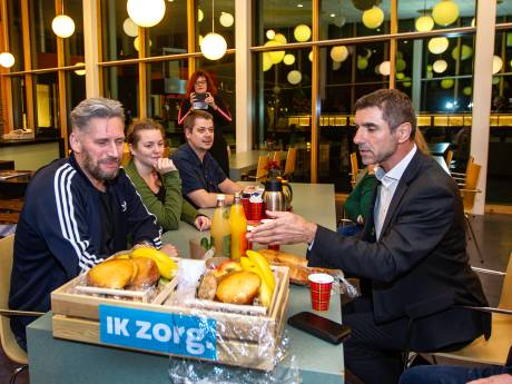 Paul Blokhuis brengt fruit naar Dimence Deventer