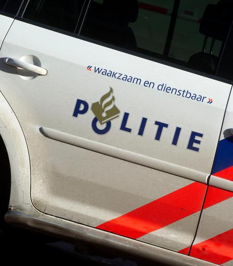 Auto rijdt door na aanrijding op zebrapad in 't Harde
