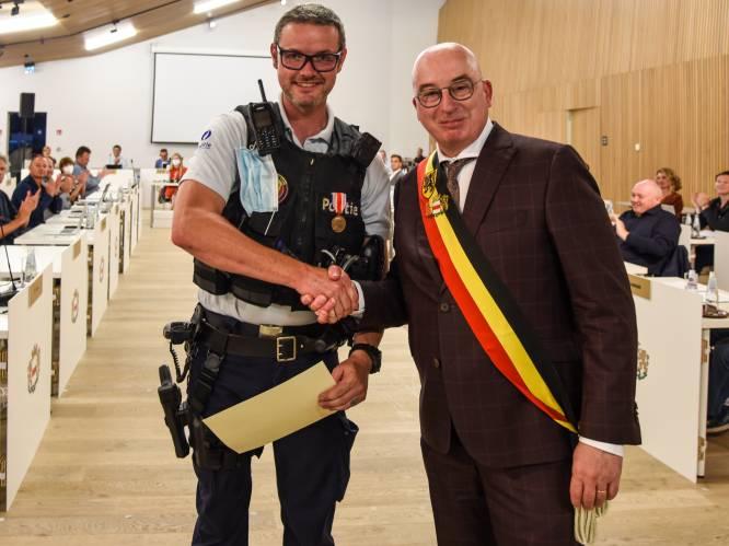 """Medaille van heldenmoed voor agent Nils De Vos: """"IJskoud water induiken om man te redden? Als iemand in nood is, help je. Punt"""""""