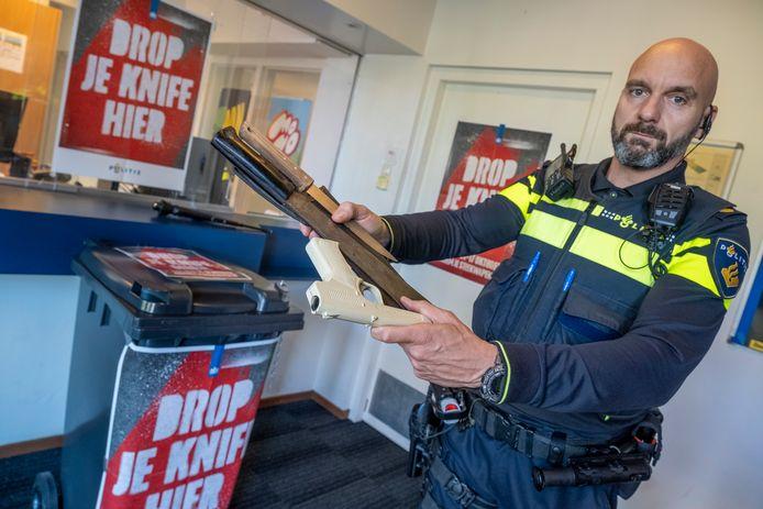 Op ruim 200 plekken in Nederland kunnen deze week wapens worden ingeleverd, zonder dat de persoon daarvoor vervolgd wordt.