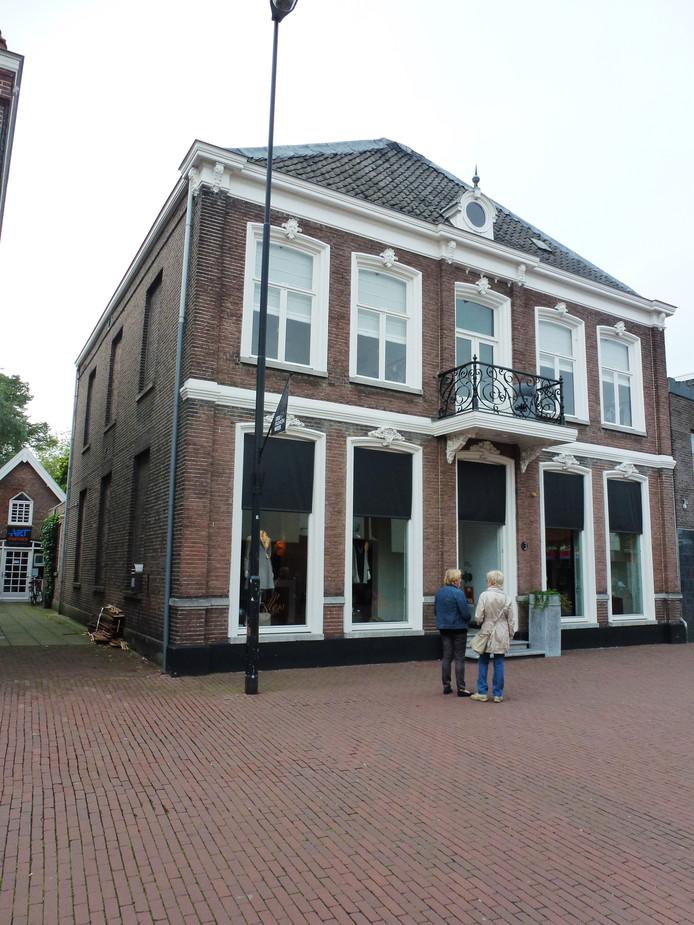 Monument Molenstraat 3, ooit het kantoor van de heldhaftige notaris E. Hoctin Boes.