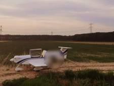 Vliegtuigje maakt voorzorgslanding in weiland in Zevenbergen