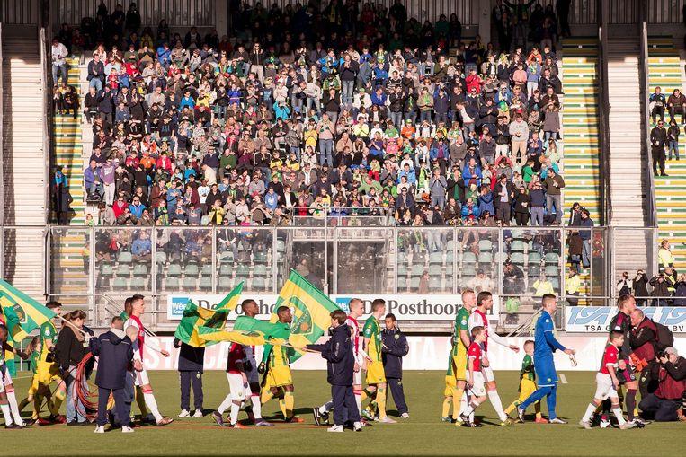 De wedstrijd ADO Den Haag - Ajax van afgelopen weekend waarbij oerwoudgeluiden afkomstig waren uit het vak met ADO-supporters Beeld anp