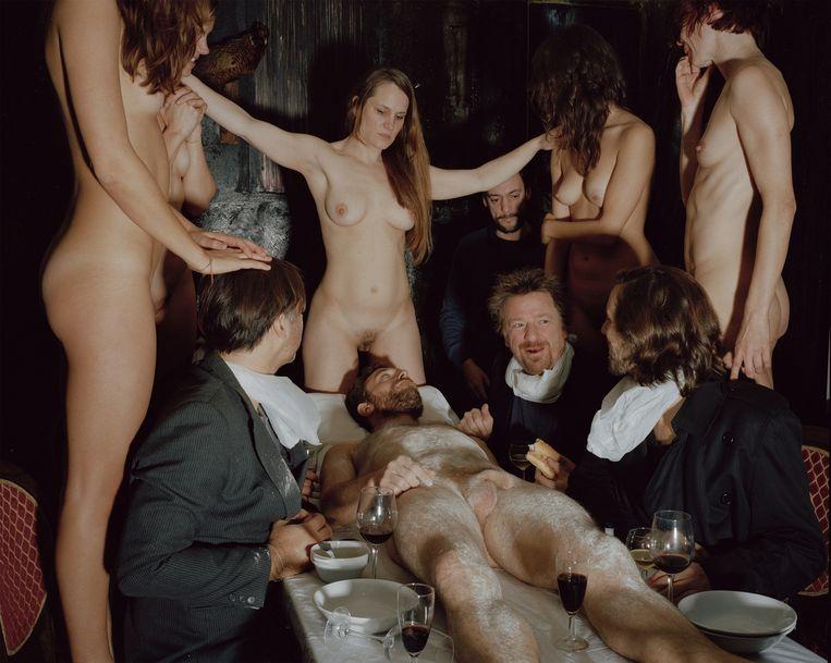 Deze foto zou in scène zijn gezet in het atelier van Vadim Vosters. Beeld Giovanni Troilo