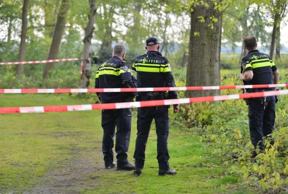De politie doet onderzoek in het vroegere recreatiepark Patersven na de vondst van een babylijkje..