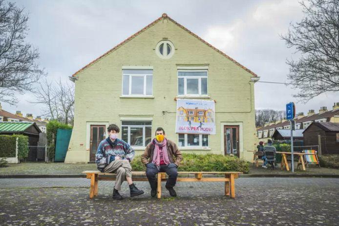 Actievoerders palmden 2 lege woningen in de Bernadettewijk in. WoninGent liet ze uitzetten door de vrederechter, maar ze mogen nog 5 maanden blijven
