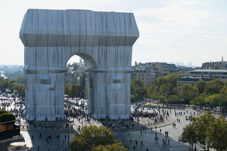 'L'Arc de Triomphe, Wrapped', Parijs tijdens het openingsweekend. Beeld Christo and Jeanne-Claude Foundation