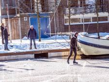 Eenzame schaatser van Piushaven geplukt, gemeente waarschuwt: ijs echt nog niet dik genoeg