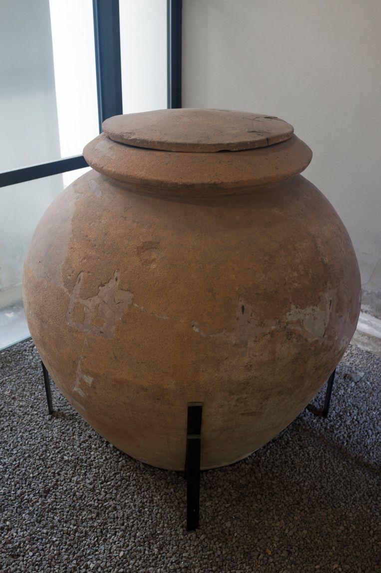 Dolium of vat voor wijn fermentatie, Villa Regina, Italië.   Beeld