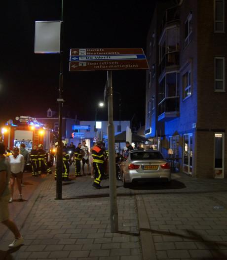 Bestuurder valt in slaap achter het stuur en ramt informatiepaal in Kaatsheuvel