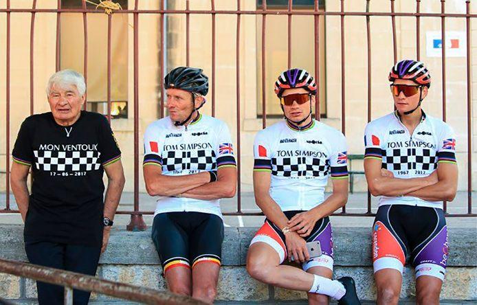 2019 Raymond Poulidor (links) met rechts naast hem schoonzoon Adri en zijn kleinzoons David en Mathieu van de Poel (rechts)