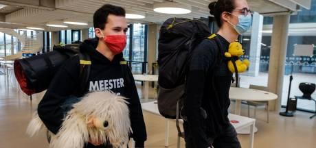 """Studenten worden 24 uur opgesloten op hogeschool om virtuele rondleiding te geven: """"Dit schooljaar zelfs in totaal nog niet zo lang op de campus geweest"""""""
