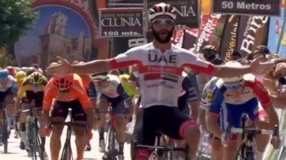 Gaviria knalt naar de zege in tweede etappe Ronde van Burgos, drie UAE-renners die niet van start gingen testen negatief