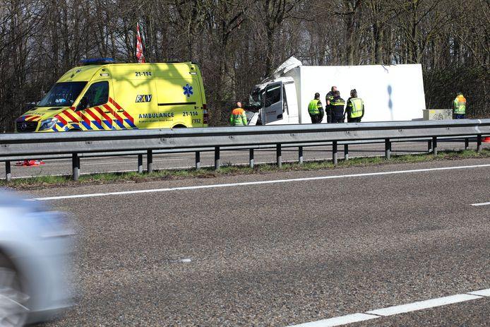 Chauffeur gewond bij ongeval op de snelweg bij Heesch.