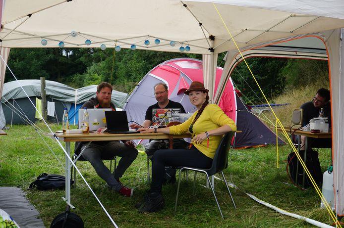 Michel Boezerooij, Dimitri Modderman en Heidi Ulrich op het Deense Bornhack.