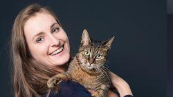 """ZOVEEL VERDIEN IK. Verkoopster Eline (25) moest haar spaarcenten aanspreken: """"Elke maand 600 euro afbetaald voor schulden van mijn ex"""""""