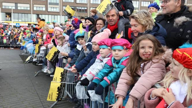 Sinterklaas weer terug in de Veerhaven in Terneuzen, dit keer met roetveegpieten