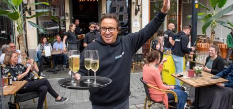 Serverende Marco Borsato en Rolf Sanchez verrassen gasten op terras in Zutphen: 'Geweldig!'