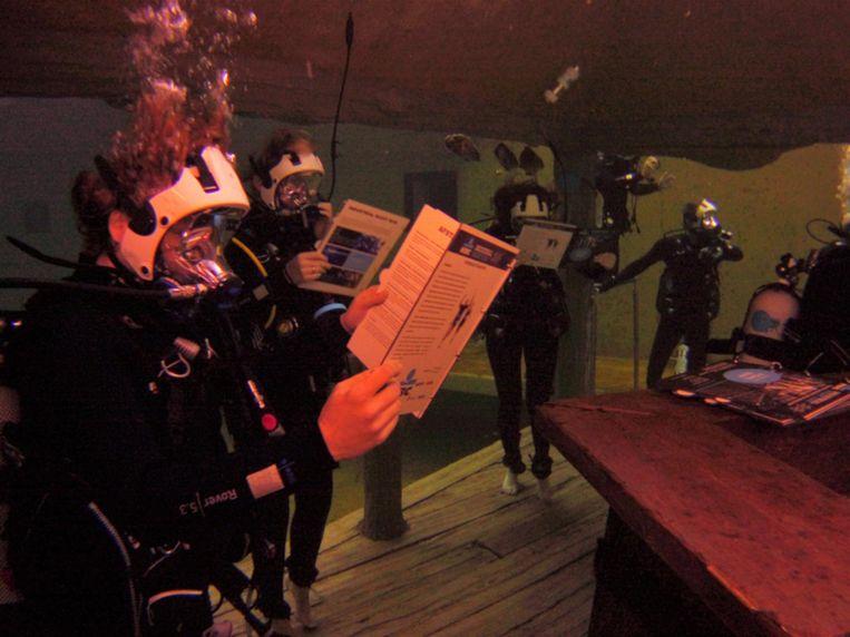 Een onderwaterbeeldje in de duiktank.