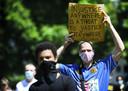 'Injustice anywhere is a threat to justice everywhere'- Demonstranten voeren actie op de Pettelaarse Schans tegen racisme. De demonstratie is ingegeven door de Black Lives Matter beweging, die wereldwijd protesteert na de dood van de zwarte Amerikaan George Floyd.