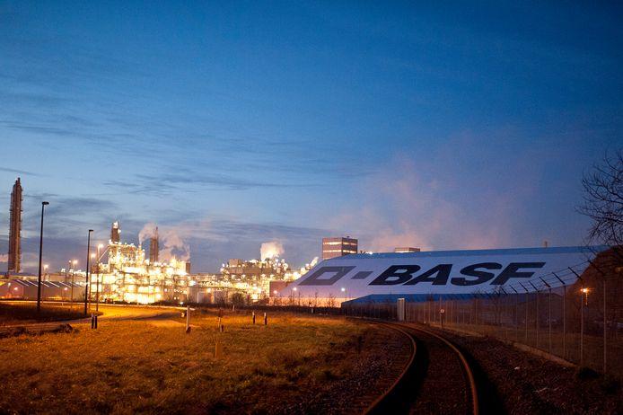 BASF Antwerpen. Chemiebedrijven werken samen met het onderwijs om knelpuntberoepen in te vullen.