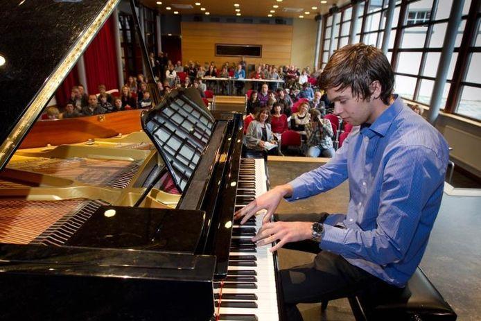Joram de Rijk uit Kampen tijdens de finale van het Quintus Piano Festival. Hij won in de D-categorie. foto Freddy Schinkel