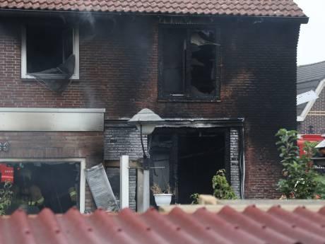 Brand verwoest woning in Oss, bewoonster zag lichtflits en vluchtte woning uit