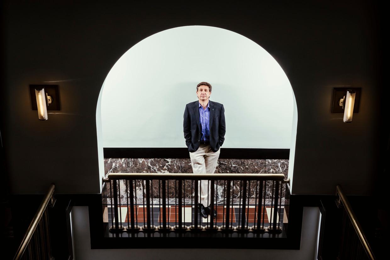 Marc-Alain Widdowson, directeur van het Tropisch Instituut in Antwerpen: 'We zijn nog niet op het droge zolang de pandemie vrij spel krijgt in dichtbevolkte landen zoals India.' Beeld © Stefaan Temmerman