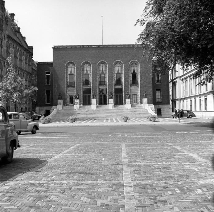 De Hoge Raad der Nederlanden op het Plein in 1955.