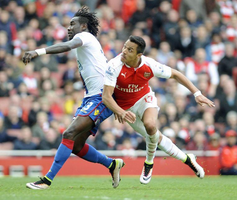 Alexis Sanchez kopt raak voor Arsenal. Beeld epa