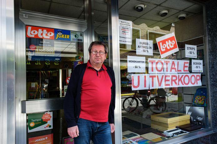 Guy Crab stopt met zijn dagbladhandel in Boom.