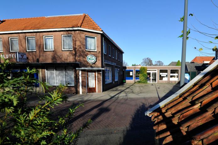 De Dorpsstraat 12 en 14a zijn in beeld om gesloopt te worden voor nieuwbouw van woningen.