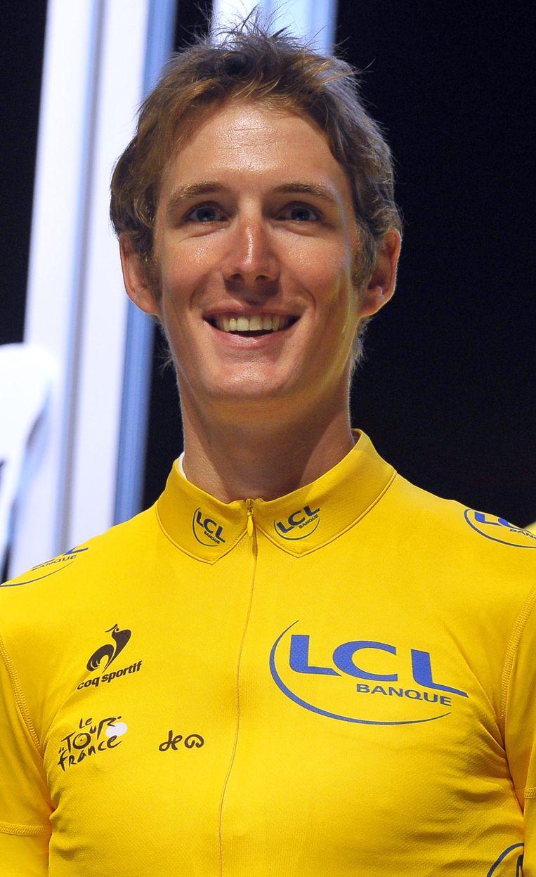 Wielrenner Andy Schleck in de zomer van 2012 in de gele trui, die hoort bij de zege in de Ronde van Frankrijk van 2010. Dat gebeurde een kleine 4 maanden nadat de Spanjaard Alberto Contador zijn overwinning vanwege een dopingstraf moest inleveren. Beeld EPA