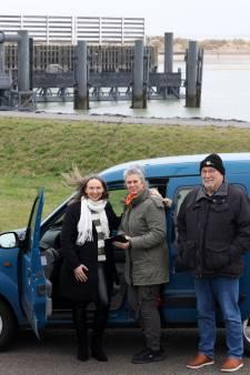 Burgerinitiatief brengt passagiers van deur tot deur in West-Zeeuws-Vlaanderen: 'Wij zeggen Vroemmm...'