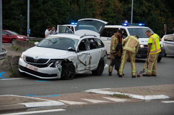 De auto werd zwaar beschadigd, maar de bestuurder kwam er met de schrik vanaf.