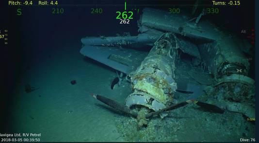 Het vliegdekschip op de bodem van de oceaan.