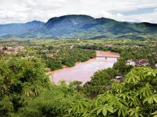 Toeristenbus stort in ravijn Laos, dertien doden