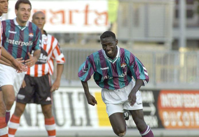 Jatto Ceesay na zijn treffer namens Willem II tegen Sparta in 1999.