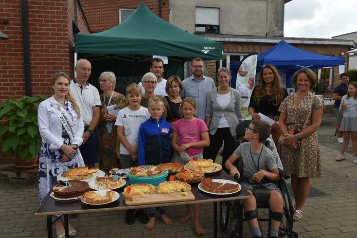 De deelnemers van de kaastaartenwedstrijd in Hoeilaart.