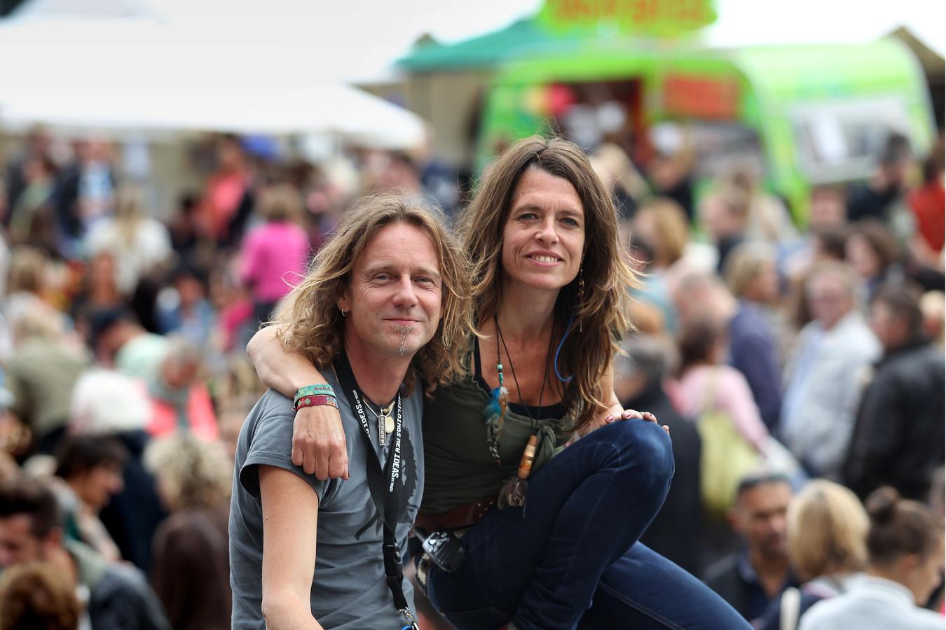 Advait Bryers links en Priya van Breugel, de organisatoren van de Feel Good Market op Strijp S.