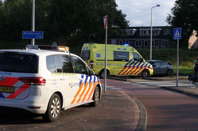 Op de rotonde van de Buurserstraat met de Broekheurne-Ring kwam de fietsster in botsing met een automobilist.