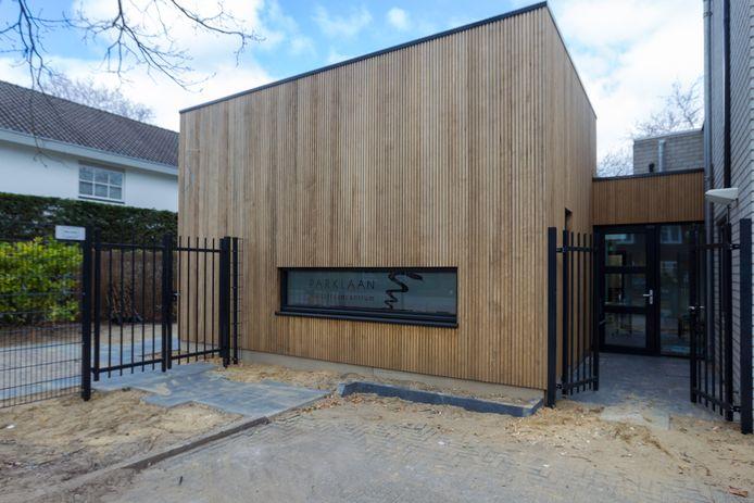Na een flinke verbouwing van de huisartsenpraktijk aan de Eindhovense Parklaan werkt het hele team nu weer op hetzelfde adres.