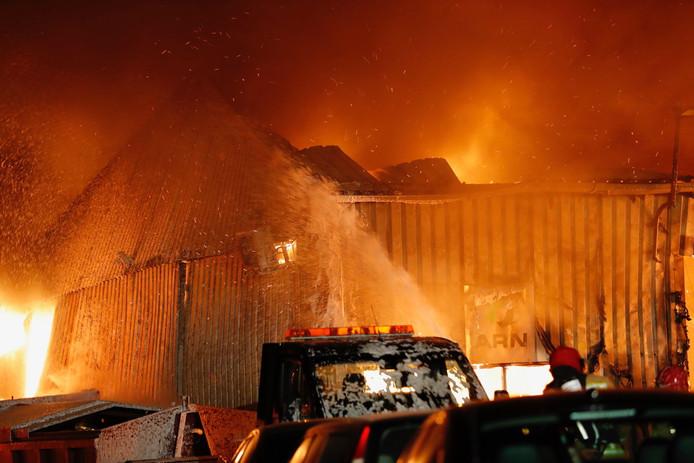 Brand bij autobedrijf Marans in Veldhoven