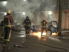 Golf aan autobranden rolt verder over het Groene Hart: niet één maar twee voertuigen in lichterlaaie in Gouda